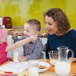 Začleňujte pevnou stravu u dětí již po ukončeném 4. měsíci