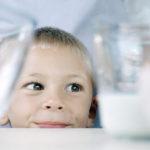 Kdo dneska slaví svátek? Školní mléko!