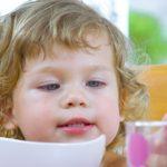 Selský jogurt švestky se skořicí