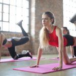 Jaká cvičení jsou dnes trendy? A čím jste trápili svá těla v minulých letech?