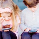 Víte, že více než třetina dětí dostane mobil v první třídě?